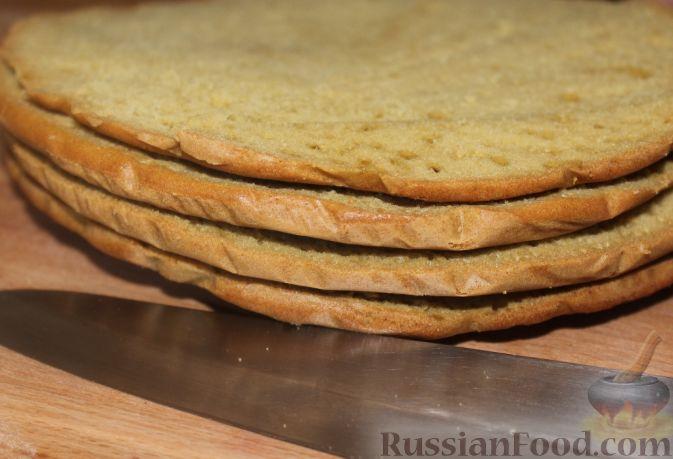 Фото приготовления рецепта: Сливочно-земляничный торт - шаг №8