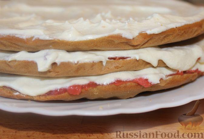 Фото приготовления рецепта: Сливочно-земляничный торт - шаг №13