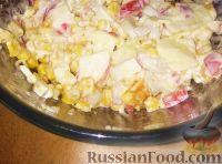 Фото к рецепту: Салат с крабовыми палочками и кукурузой