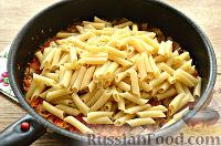 Фото приготовления рецепта: Макароны с отварной говядиной и овощами - шаг №7
