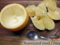 Фото приготовления рецепта: Фруктовый салат в апельсине - шаг №3