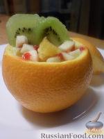 Фото приготовления рецепта: Фруктовый салат в апельсине - шаг №11
