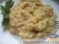 Фото к рецепту: Пшенная каша с салом и луком