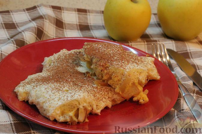 Фото приготовления рецепта: Яблочный тарт с заварным кремом и ореховой корочкой - шаг №19