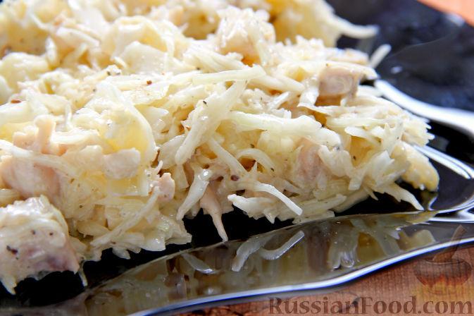 Фото к рецепту: Салат с курицей, ананасами, капустой и сельдереем