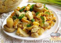 Фото к рецепту: Салат с курицей и маринованными грибами