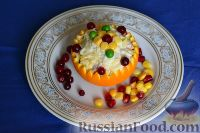 Фото к рецепту: Салат с курицей и кукурузой, в апельсиновых корзиночках