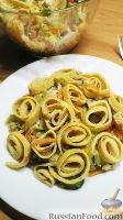 Фото к рецепту: Овощной салат с яичными блинчиками