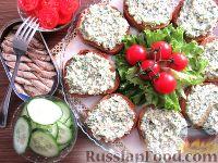Фото приготовления рецепта: Бутерброды со шпротами - шаг №7
