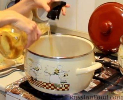 Фото приготовления рецепта: Апельсиновый кекс с клюквой и белковой глазурью - шаг №6