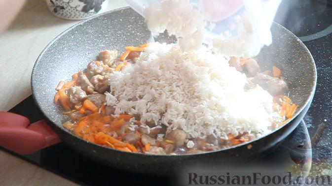 Фото приготовления рецепта: Жареная свиная печень с луком - шаг №1