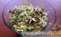 Фото к рецепту: Салат с пекинской капустой и свежими грибами
