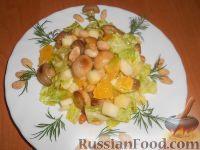 Фото к рецепту: Салат с шампиньонами, апельсинами и арахисом