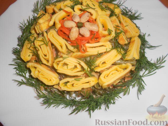 Салат из консервированной фасоли с омлетом