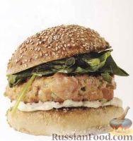 Фото к рецепту: Бургеры с рыбными котлетами и шпинатом