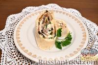 Фото к рецепту: Рулет из лаваша c грибами, плавленым сыром и каперсами
