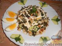 Фото к рецепту: Салат с морской капустой и сухариками