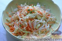Фото приготовления рецепта: Салат из пекинской капусты с яблоком и морковью - шаг №8
