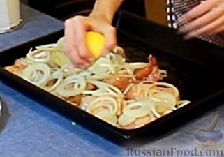 Фото приготовления рецепта: Курица, запеченная с травами и цитрусами - шаг №9