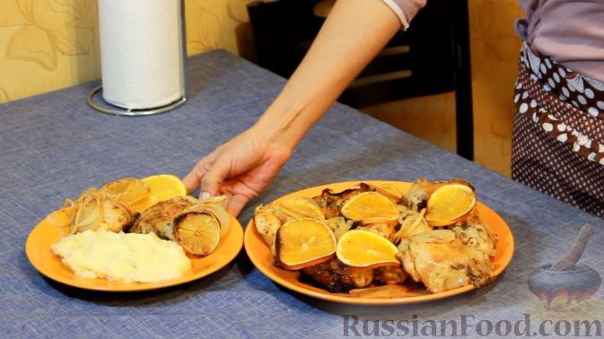Фото приготовления рецепта: Курица, запеченная с травами и цитрусами - шаг №11