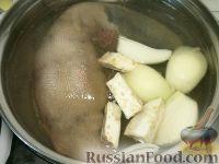 Фото приготовления рецепта: Говяжий язык под сметанным соусом - шаг №3