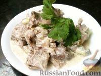 Фото к рецепту: Говяжий язык под сметанным соусом