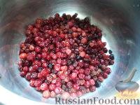 Фото приготовления рецепта: Морс из клюквы - шаг №2