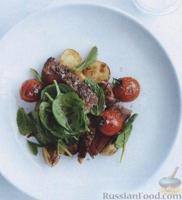 Рецепт Салат из печеного картофеля, помидоров и стейков