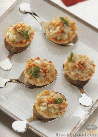 Рецепт Тарталетки с голубым сыром, яблоком и луком