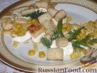 Фото к рецепту: Салат с курицей и гренками