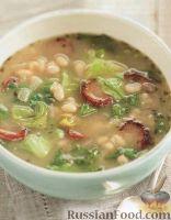 Фото к рецепту: Фасолевый суп с колбасой и цикорием