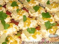 Фото к рецепту: Салат-закуска с ананасами и кукурузой
