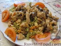 Фото к рецепту: Паста с курицей и грибами