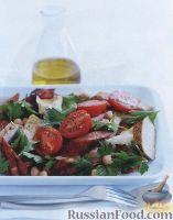 Фото к рецепту: Салат с копчеными колбасками и куриным филе