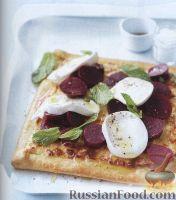 Фото к рецепту: Простая пицца со свеклой, моцареллой и мятой
