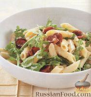 Фото к рецепту: Макароны с копчеными колбасками, сыром и рукколой