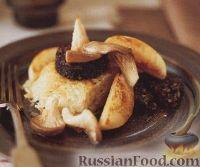 Фото к рецепту: Картофельный коржик с грибами, колбасой и яблоками