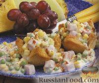 Фото к рецепту: Тарталетки из хлеба с кукурузой, ветчиной и зеленым горошком
