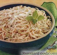 Фото к рецепту: Лингвини с чесночным соусом и пармезаном