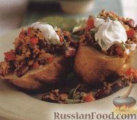 Фото к рецепту: Печеный картофель с мясным соусом