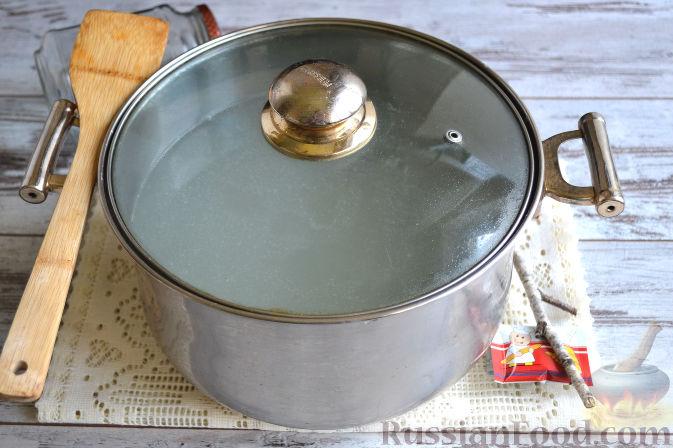 Фото приготовления рецепта: Полосатый салат с сельдью и свёклой - шаг №3