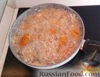 Фото приготовления рецепта: Жареная курица с хрустящей корочкой - шаг №6