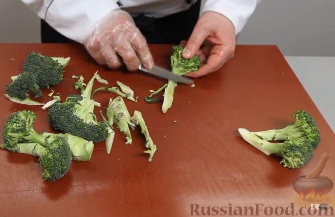 Фото приготовления рецепта: Запеченная свиная рулька, с жареными яблоками - шаг №11