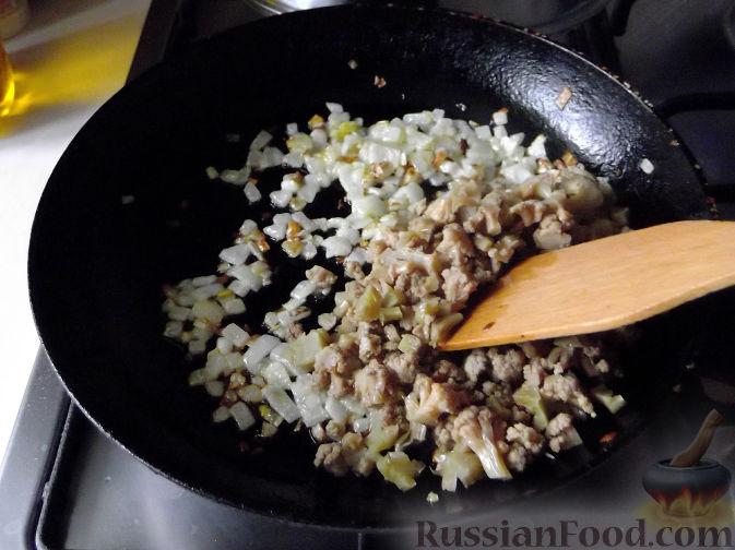 Фото приготовления рецепта: Тушёная капуста с шампиньонами и сладким перцем - шаг №13
