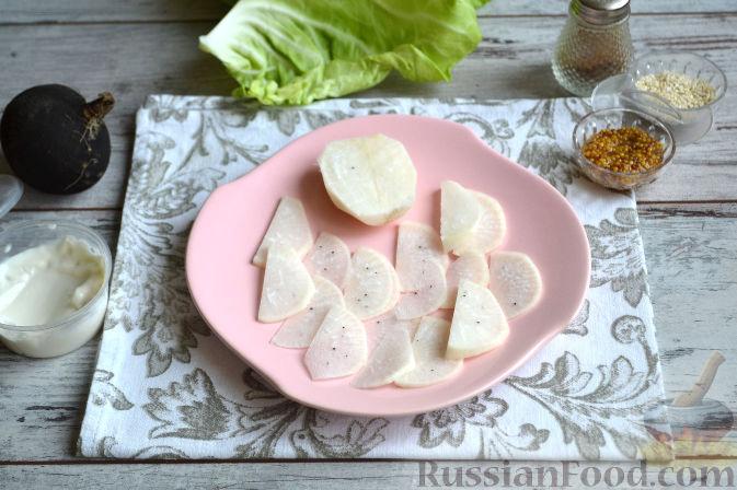 Фото приготовления рецепта: Салат с колбасой - шаг №4