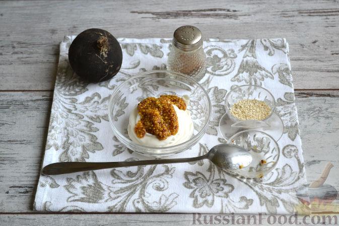 Фото приготовления рецепта: Салат с колбасой - шаг №8
