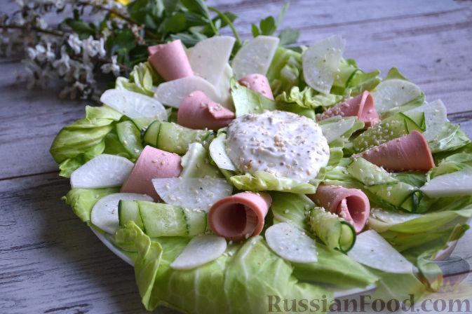 Фото приготовления рецепта: Салат с колбасой - шаг №10