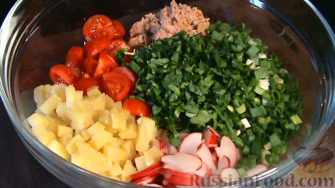 Фото приготовления рецепта: Куриный суп с картофелем и луково-мучной заправкой - шаг №1