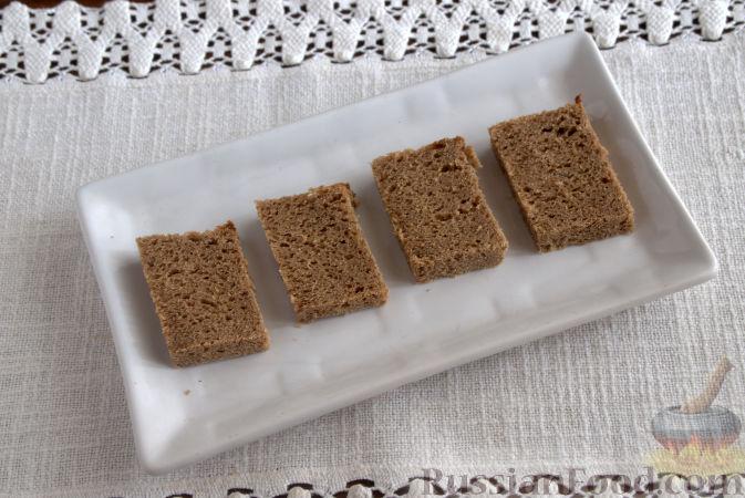 Фото приготовления рецепта: Закуска из творога, с твёрдым сыром, фетой, орехами и гранатом - шаг №5