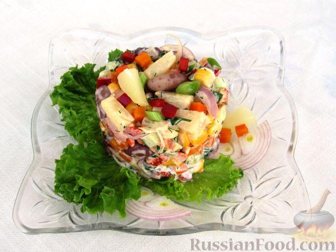 Фото приготовления рецепта: Салат с консервированной рыбой, рисом, яйцами и луком - шаг №12